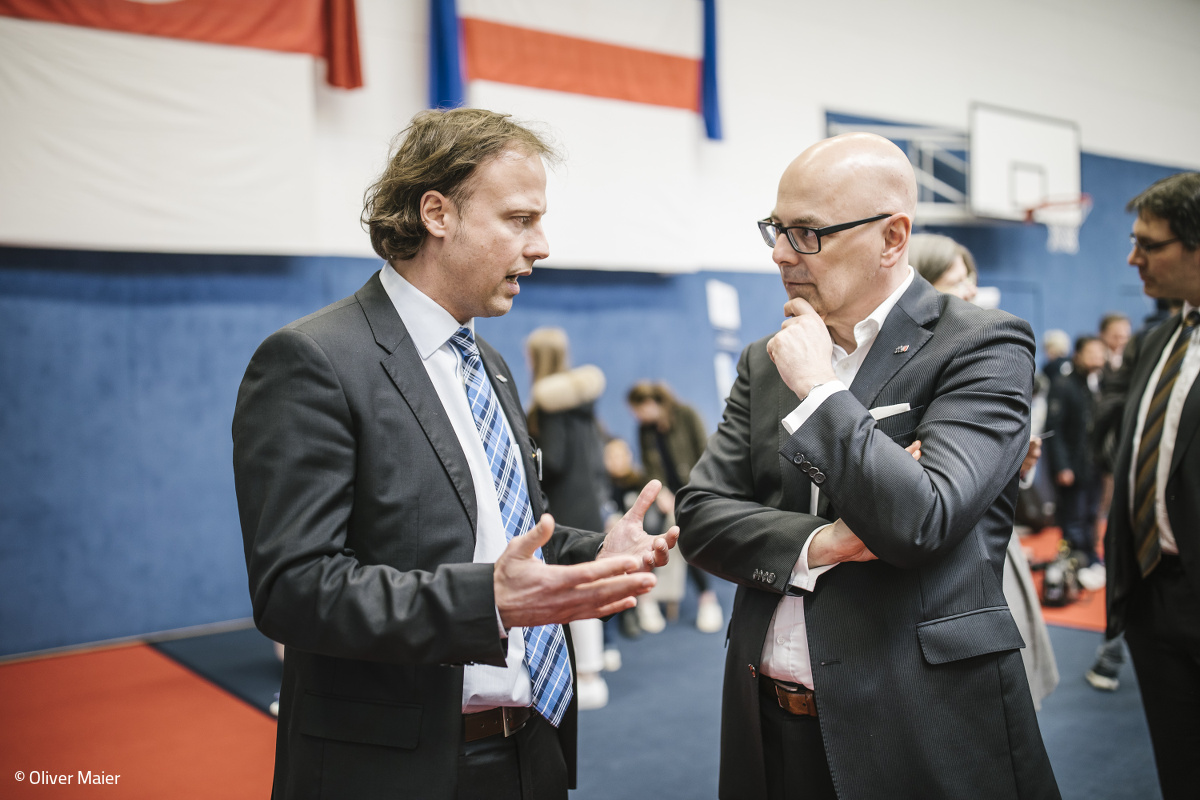 Torsten Albig (Prime Minister, Schleswig-Holstein) and Philipp Haarländer (Director Marketing, LaserSoft Imaging AG) are exchanging information about the possibilities of preserving images and photos as part of the world cultural heritage